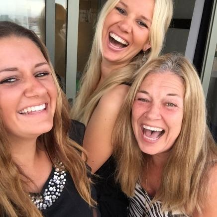 Med döttrarna