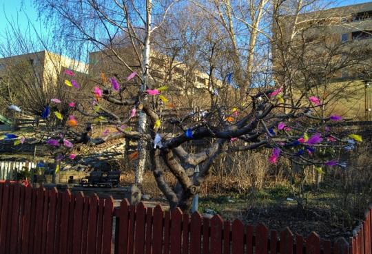 Påskträd utanför ett dagis på Blåkulla