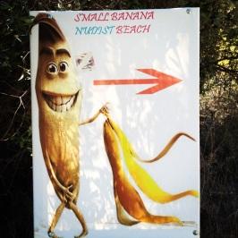 Reklamskylt för Small Banana Beach