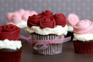 Cupcakes med rosdekorationer