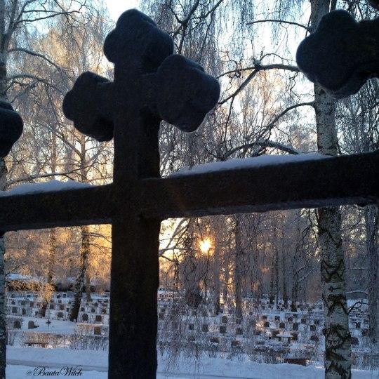 Kyrkogård i snö