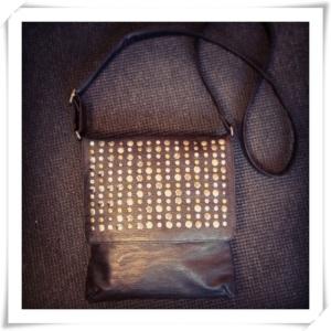 Väska från KappAhl med nitar
