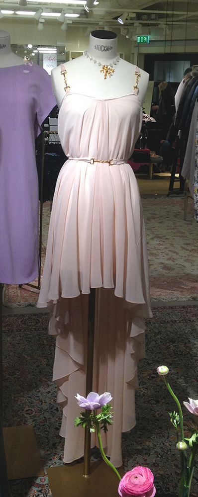 Köper du eller stickar du själv vårens klänning? | BautaWitch