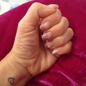 Rosa glitternaglar