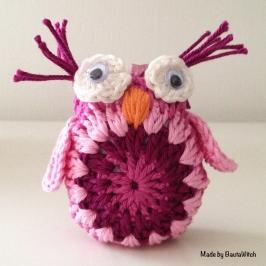 Virkad rosa uggla made by BautaWitch