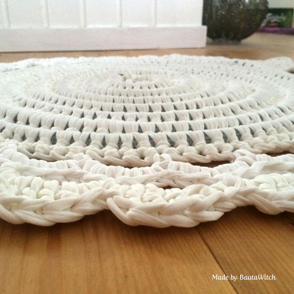 Virkad matta med ljusslinga Made by BautaWitch