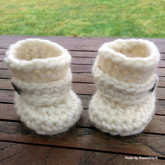Crochet-Baby-Uggs-by-BautaWitch