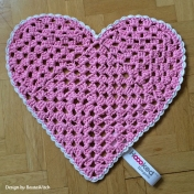 Pink-heart-shaped-rug-by-BautaWitch