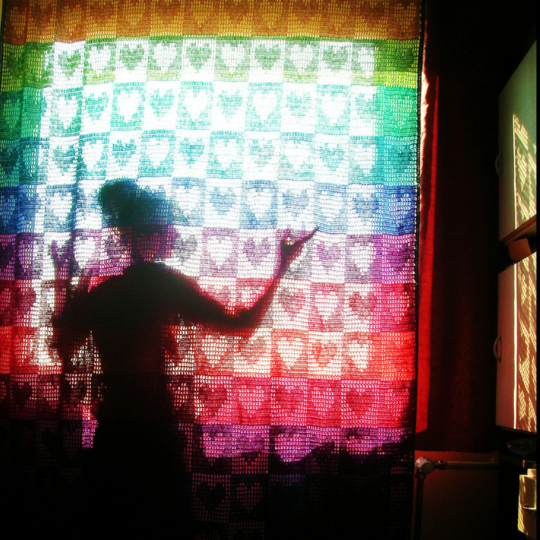 Filet crochet heart curtain by Babukatorium