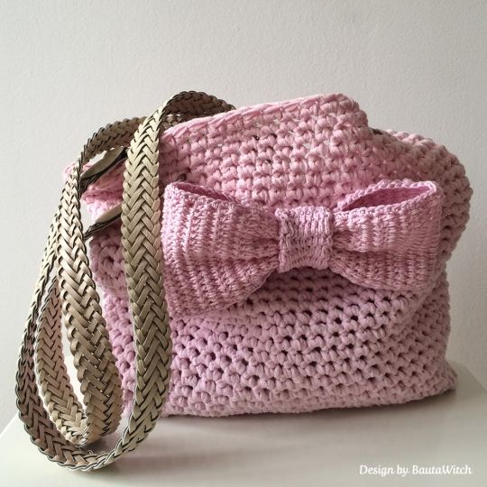 Pink-crochet-bag-with-bow-by-BautaWitch