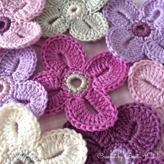 Hawaiian-flowers-crocheted-by-BautaWitch