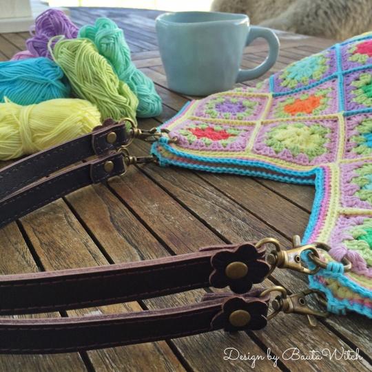 Vaska-av-fargglada-sippor-by-BautaWitch-detalj