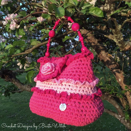 Crochet-frill-bag-by-BautaWitch
