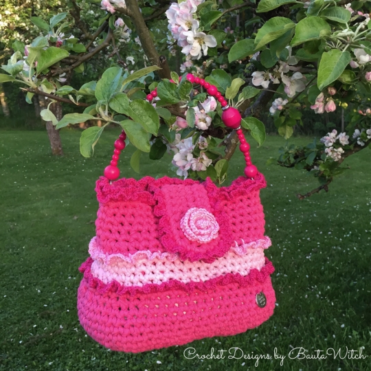 Crochet-frill-bag-in-pink-by-BautaWitch