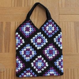 Väska av mormorsrutor virkad av Frida