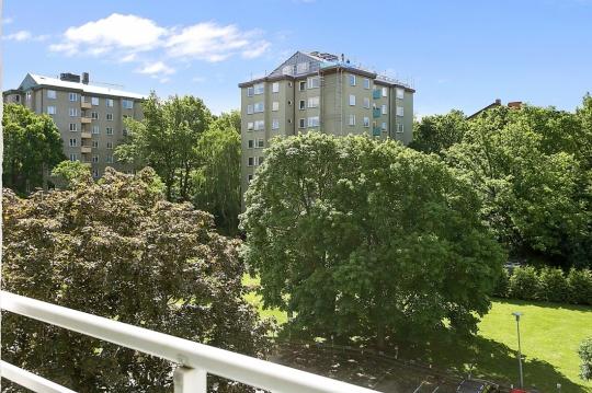 Utsikt från balkongen.