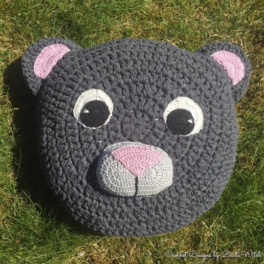 Crochet-teddy-bear-cushion-by-BautaWitch