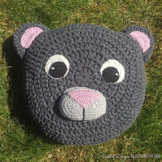 Crochet-teddy-bear-cushion-by-BautaWitch