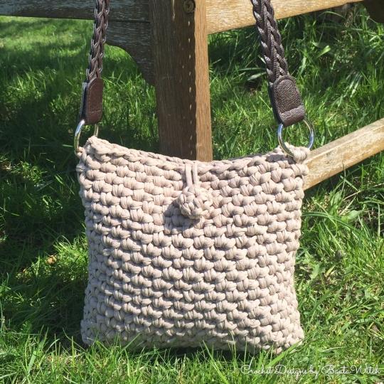 Virkad-klassisk-handväska-by-BautaWitch