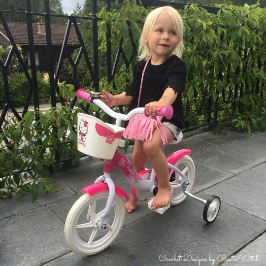 DIY – Liten virkad barnväska med fransar  02e270867894a