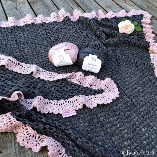 Close-up-Holiday-Romance-shawl-by-BautaWitch
