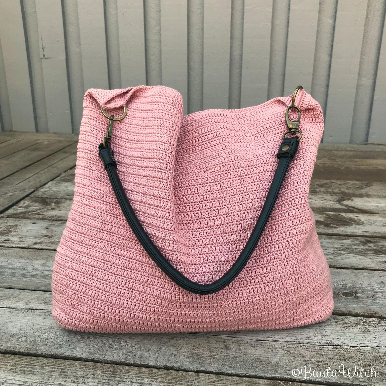 Virkad-rosa-väska-by-BautaWitch-m-sv-detaljer